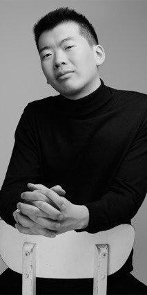 Alex Lee, foto introduttiva